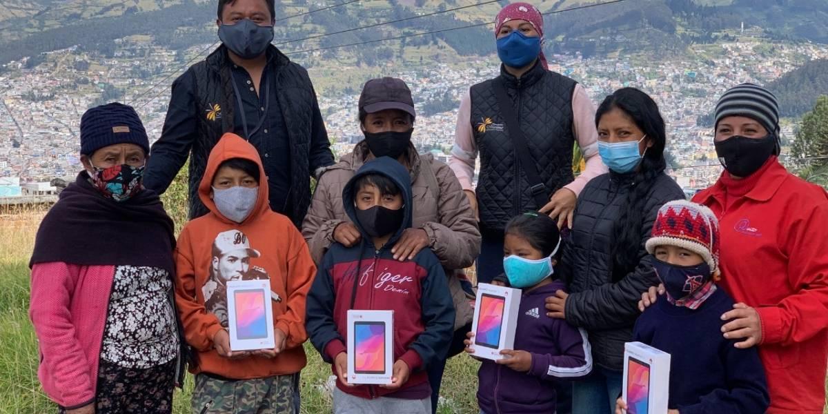 ACONDIP entregó Tablets a niños de escasos recursos económicos de Quito
