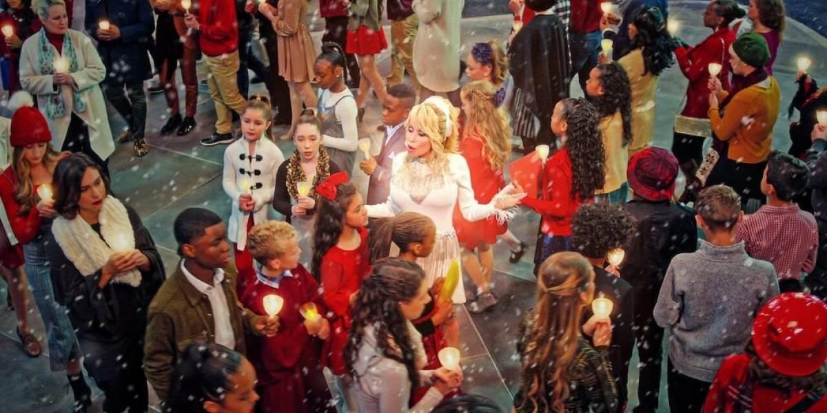 """Todo lo que debes saber sobre """"Dolly Parton: Navidad en la plaza"""", que se estrena este 22 de noviembre en Netflix"""