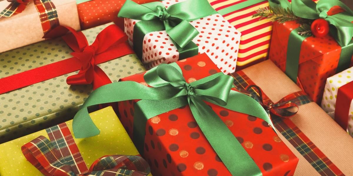 Entregan regalos de Navidad a cientos de niños en Vega Baja