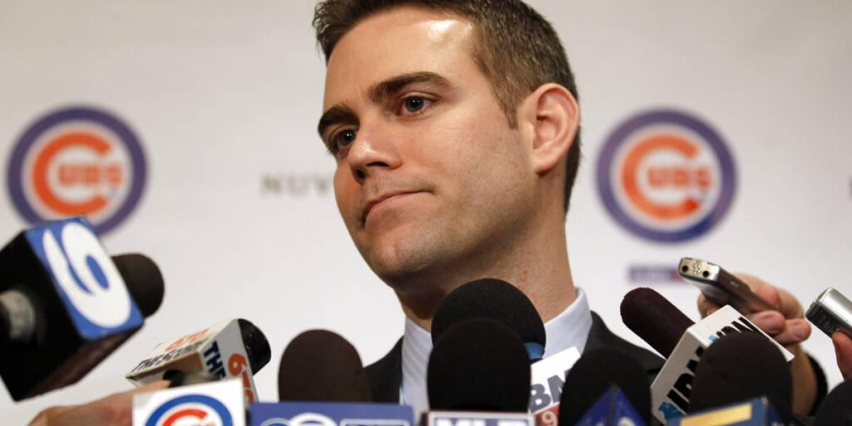 Renuncia el presidente de los Cubs de Chicago