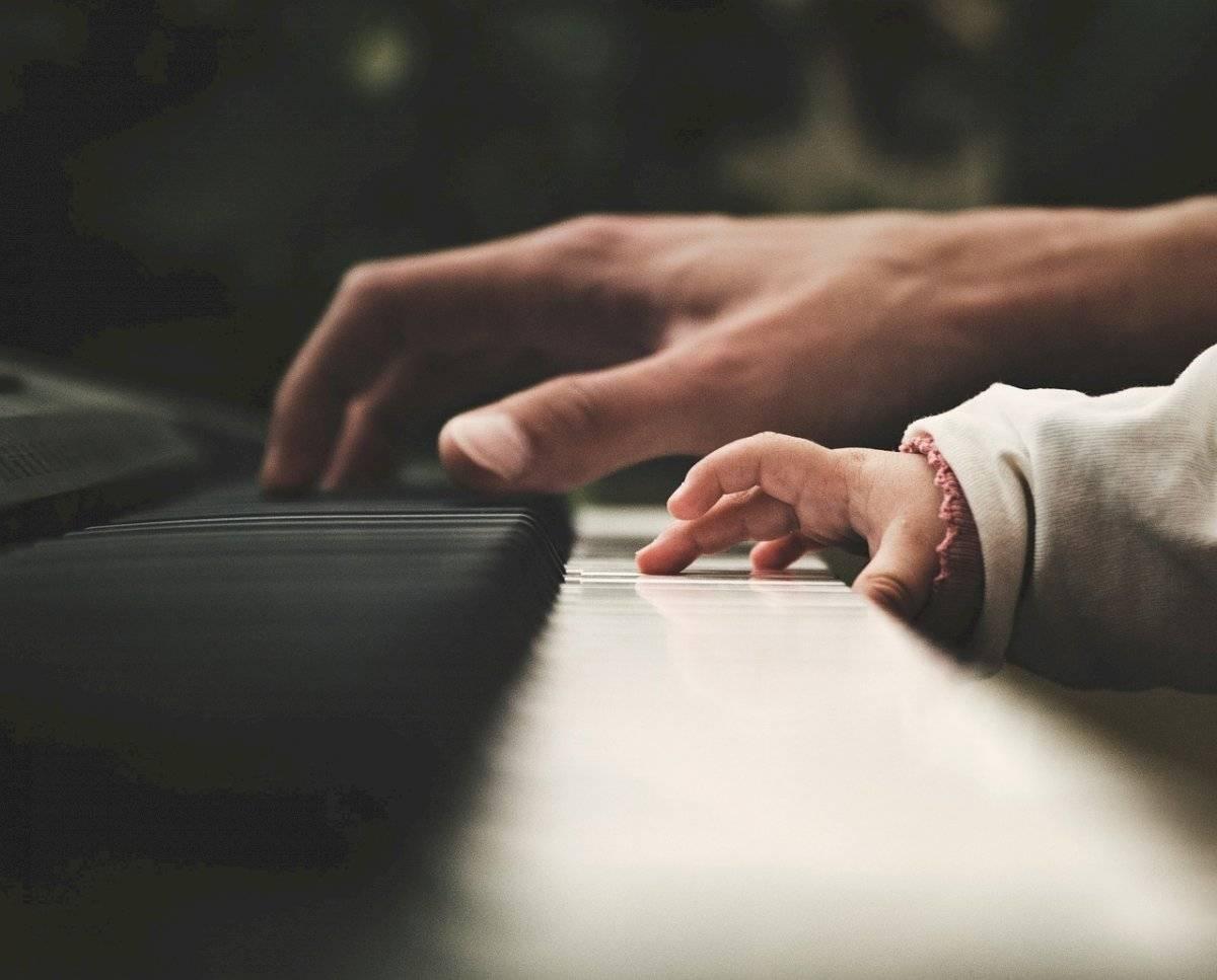 Escuchar música estimula la inteligencia y mejora la habilidad para resolver problemas.
