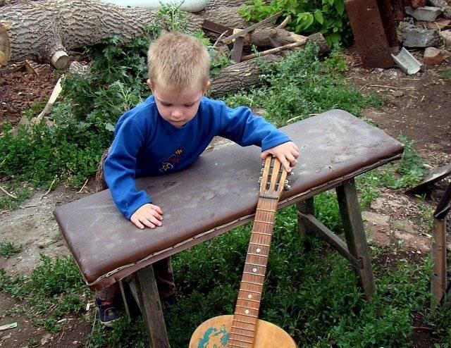 La música contribuye a mejorar el proceso de aprendizaje del lenguaje en los pequeños.