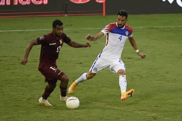 ¿Habrá que cambiar la rueda? Chile cayó ante Venezuela y se complicó en las Eliminatorias