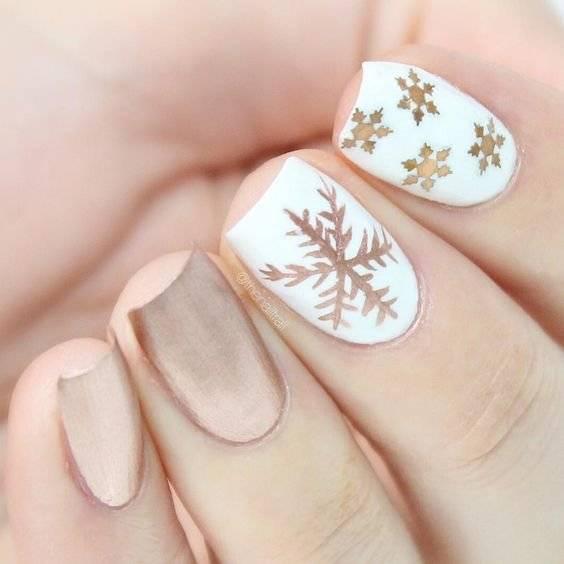 Diseños de uñas navideñas.
