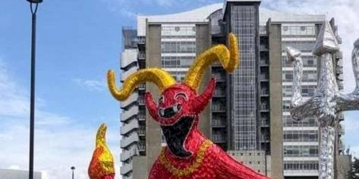Continúa la polémica por la figura del diablo instalada en los alumbrados navideños de Medellín