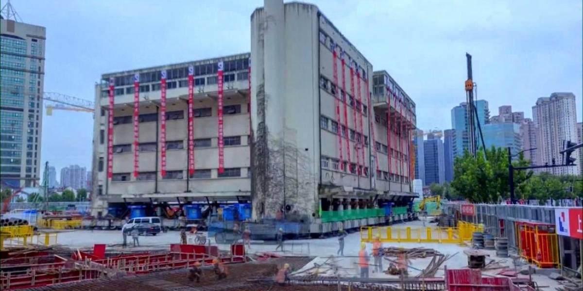 """Robótica: Un edificio de cinco pisos """"caminó"""" por las calles de Shanghai"""