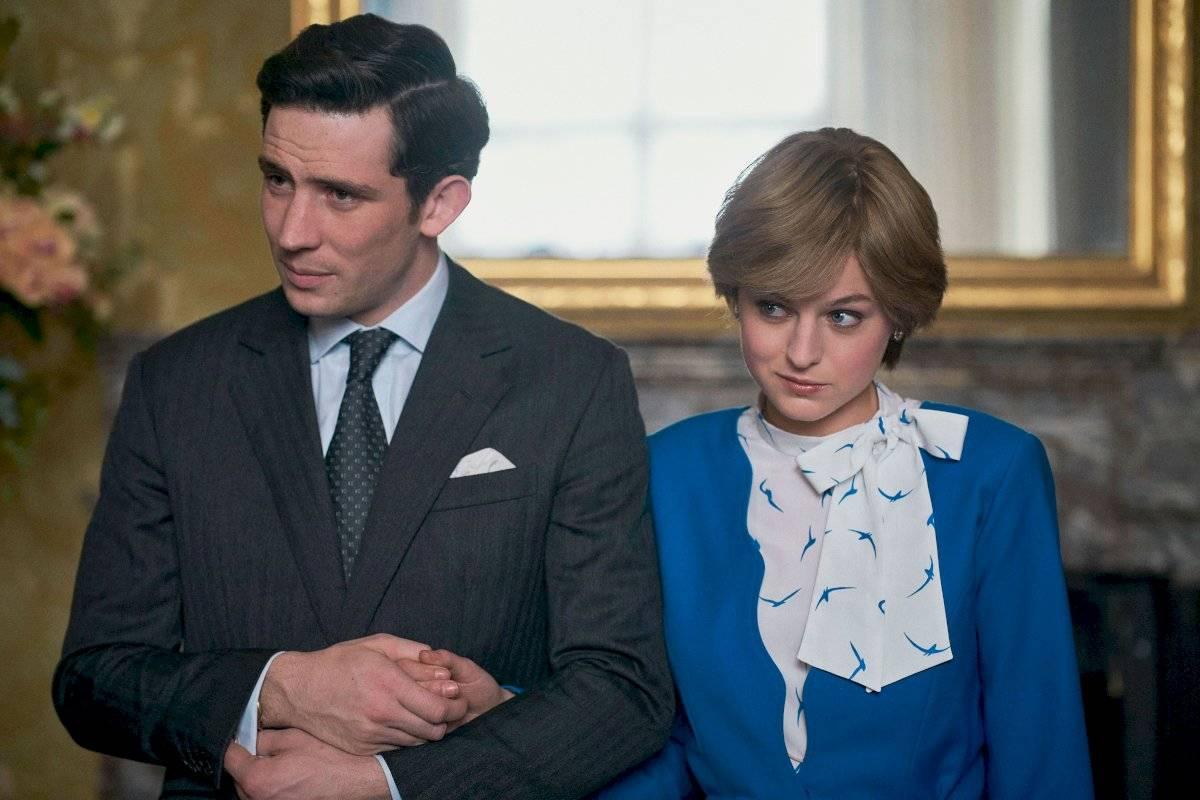 En The Crown el príncipe Carlos es interpretado por Josh O'Connor, mientras que la actriz Emma Corri le da vida a Diana Spencer.