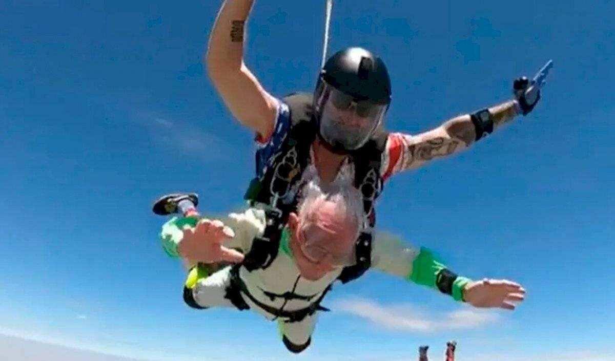 El abuelo pudo saltar a una altura de más de 4.000 metros.