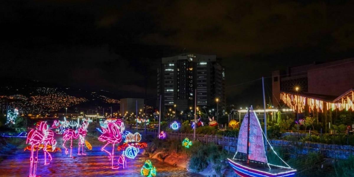 Vuelven los alumbrados navideños a adornar e iluminar el río Medellín