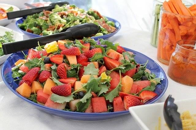 Las ensaladas con frutas son un buen aperitivo antes de las comidas fuertes y dan una mayor saciedad