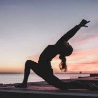 Estas são as três posturas de yoga que permitem rejuvenescer