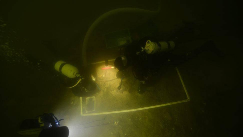La ubicación de los restos en el fondo de la laguna.