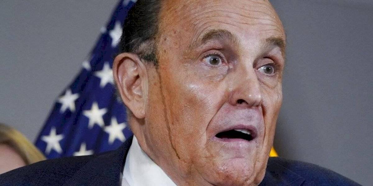 """""""Parece que se está derritiendo"""": supuesta tintura para cabello hace pasar vergüenza a Rudy Giuliani, el abogado de Trump"""