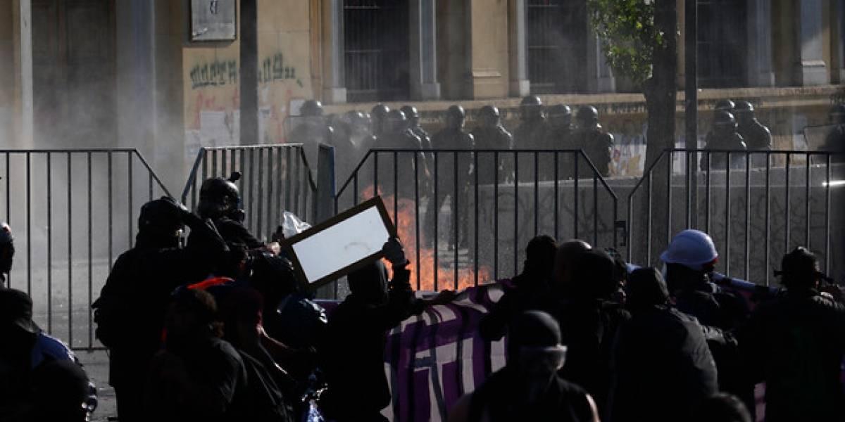 Incidentes, destrozos y vandalismo en la marcha que pretendía llegar hasta La Moneda