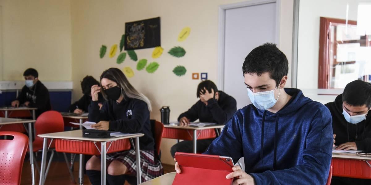 """Ministro de Educación destaca que durante rebrote en Europa """"los establecimientos se han mantenido abiertos"""""""