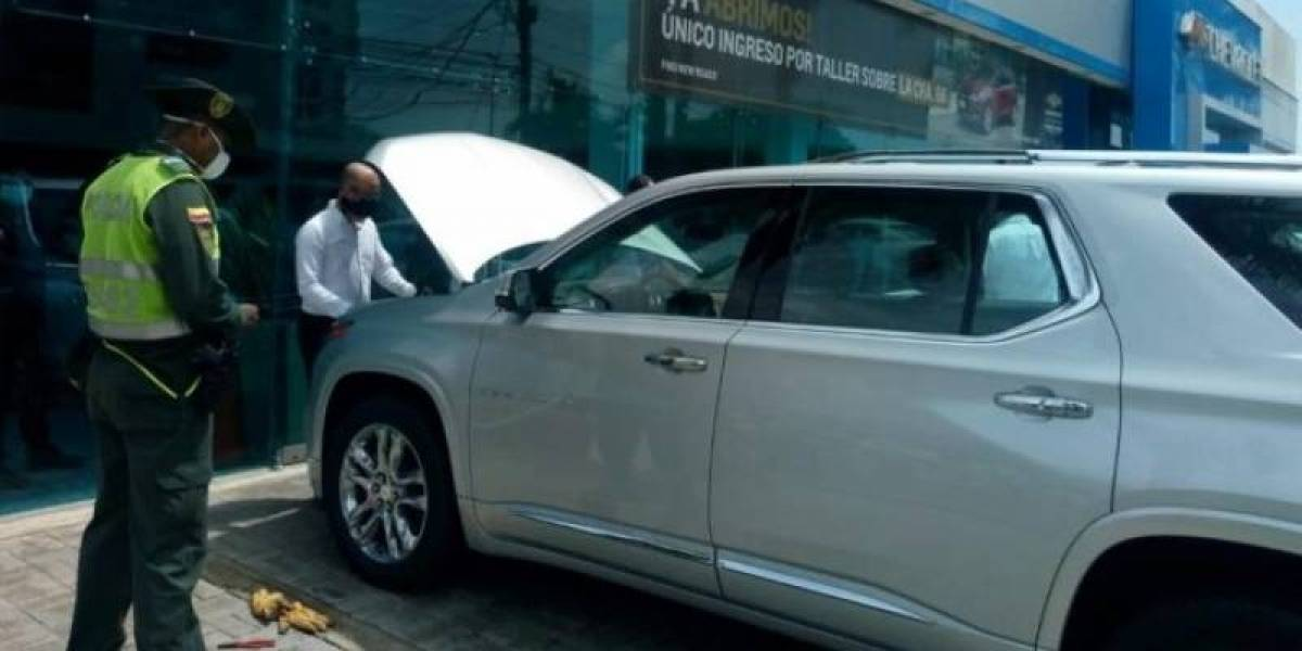 Ladrón se quedó dormido dentro del baúl de un carro que iba a robar