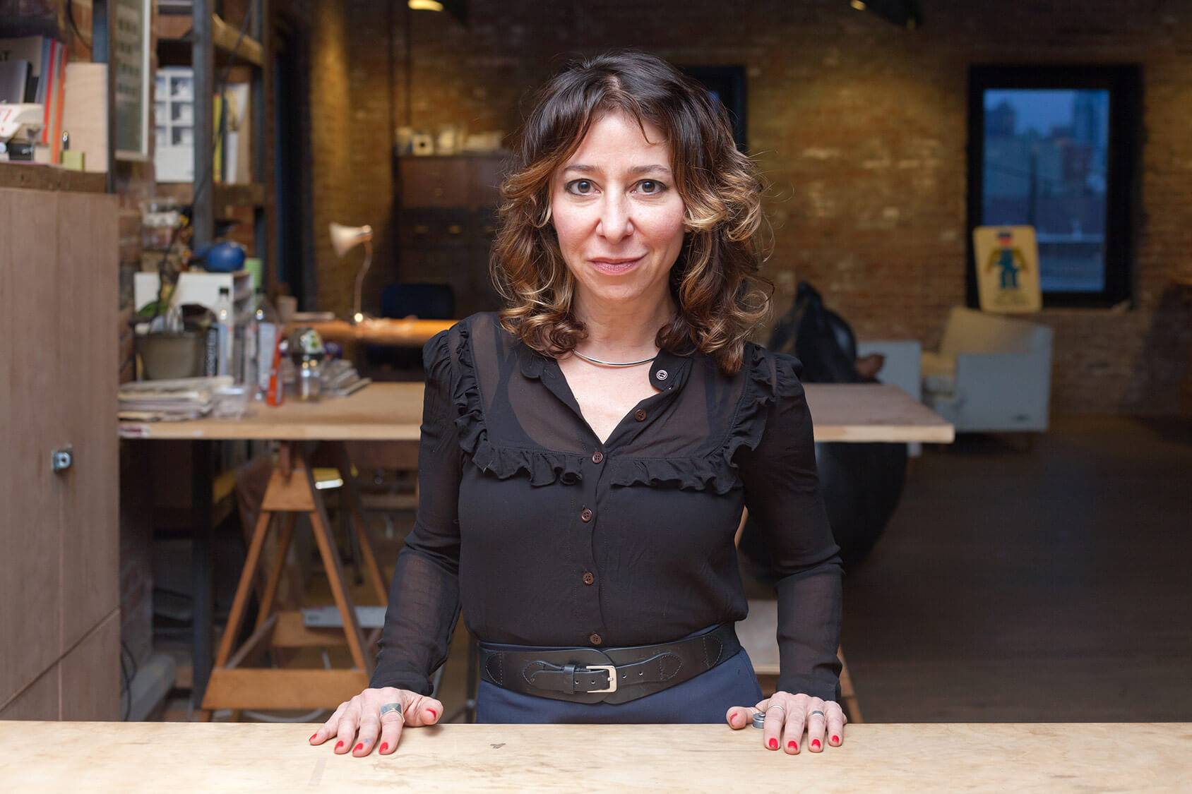 Janna Levin, autora de la teoría sobre la muerte en los agujeros negros.