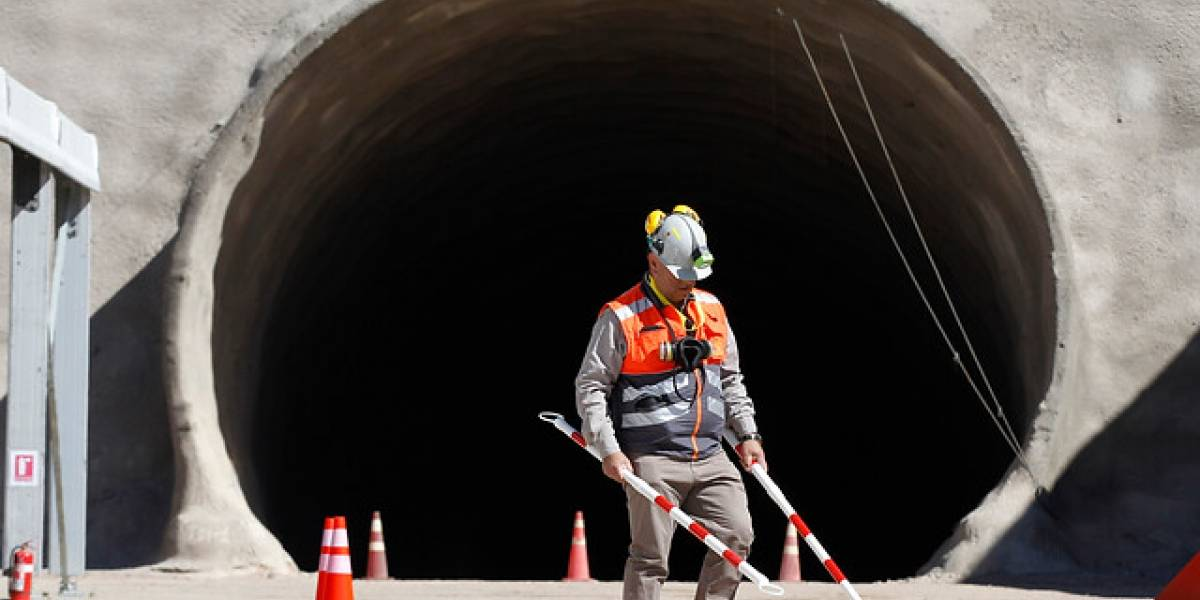 ¿El sueldo de Chile? Trabajadores acuerdan con minera un bono de $17,5 millones por término de huelga