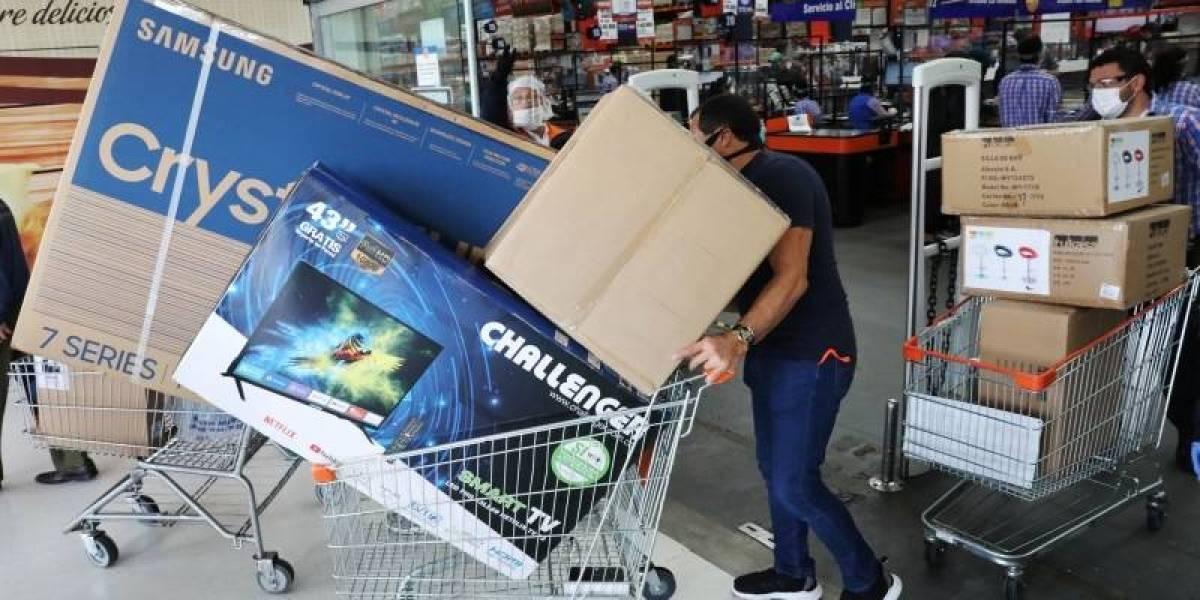 Vuelve y juega: compradores denuncian presuntos aumentos en precios en Día Sin Iva