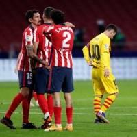 Atlético de Madrid, sin Luis Suárez, vence al Barcelona y lo hunde en La Liga