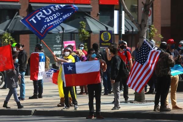 """Daniel Matamala revuelve las redes con su columna """"Patriotas"""": """"En Chile están comprando banderitas gringas por AliExpress"""""""