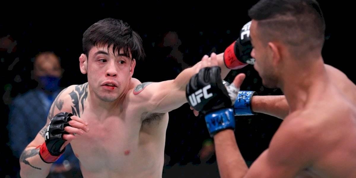 Mexicano Brandon Moreno conquista el triunfo en UFC 255