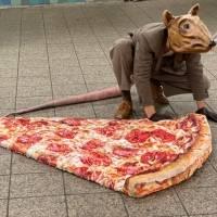 """""""Budddy la rata"""" el artista que se pasea por Nueva York disfrazado de rata gigante"""