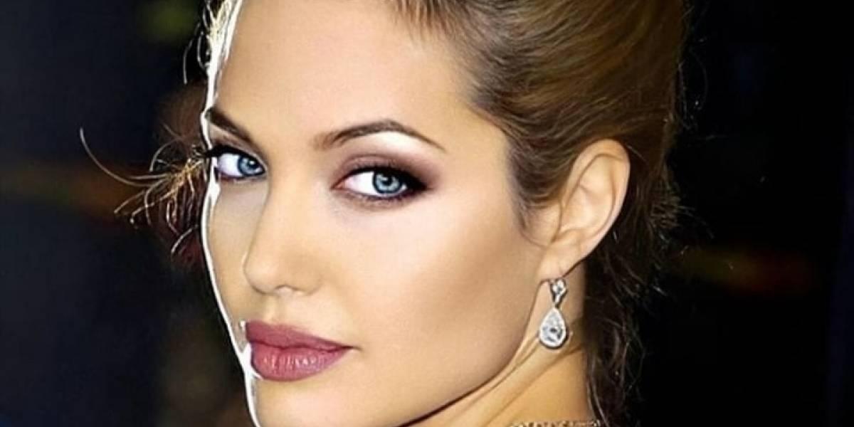 Angelina Jolie cautiva con su elegancia en un pantalón palazzo gris y una camisa de gasa blanca en un look casual