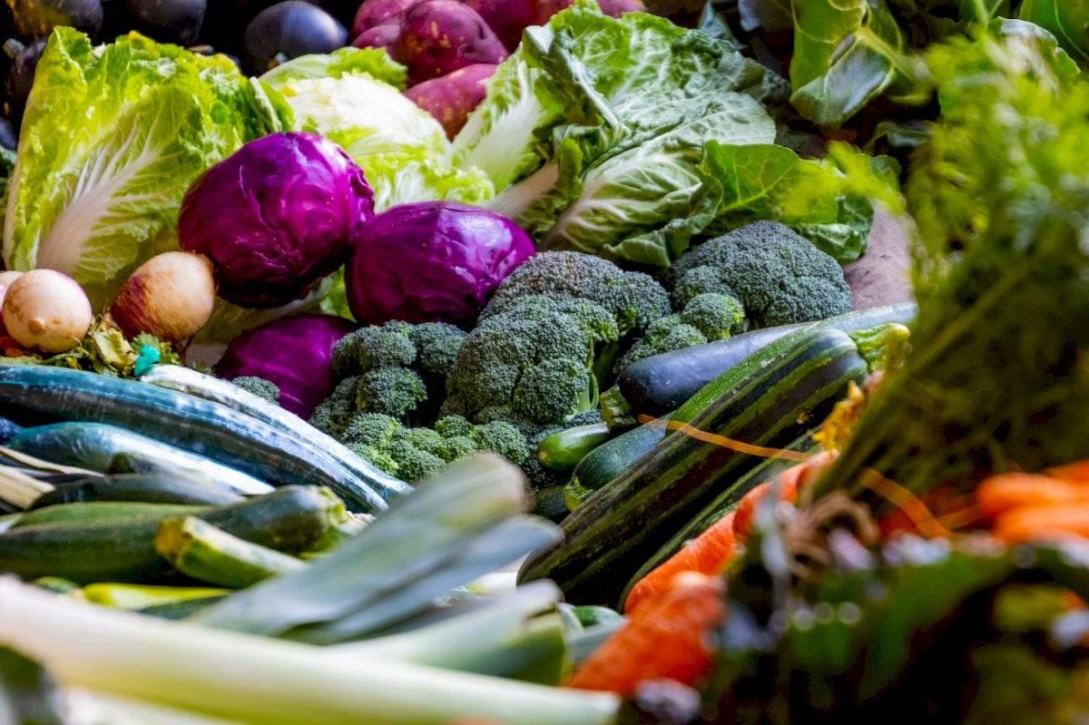 En la cena los vegetales aportan vitaminas, fibra y saciedad.