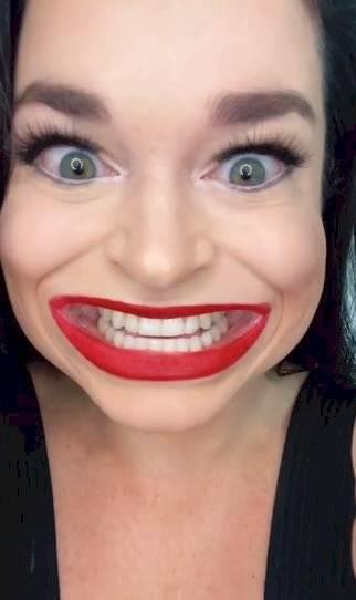 La mujer con la boca más grande del mundo