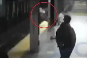 https://www.metrojornal.com.br/social/2020/11/28/ataque-inesperado-video-flagra-momento-em-que-homem-empurra-mulher-na-frente-de-um-trem.html