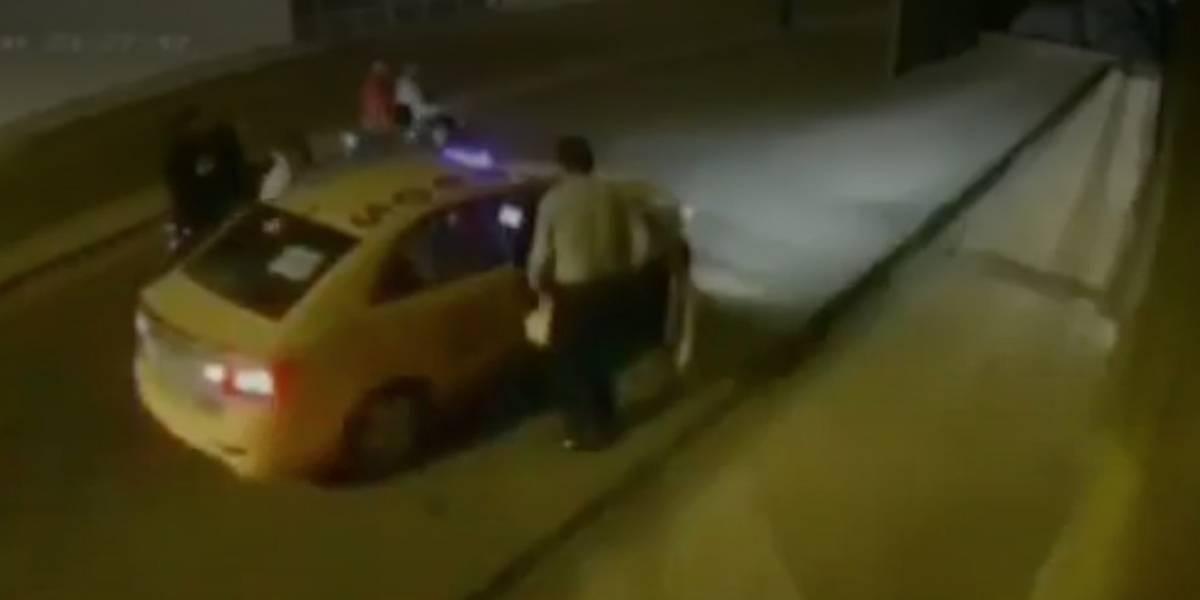 Quevedo: Cinco delincuentes en motocicleta asaltaron a un taxista y al pasajero