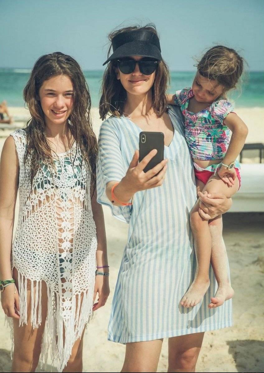Millaray Viera y sus hijas