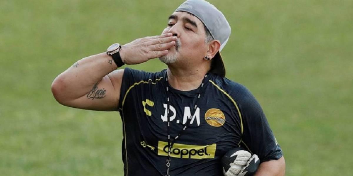 """El día que Maradona apareció en """"Siempre en domingo"""" y recibió serenata de Rocío Banquells"""