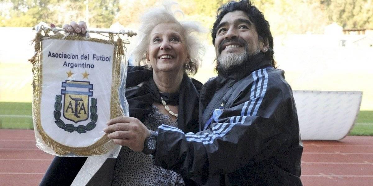 """El adiós de las Abuelas de Plaza de Mayo a Maradona: """"Despedimos al Diego del pueblo, el que reparaba en las injusticias y el dolor ajeno"""""""