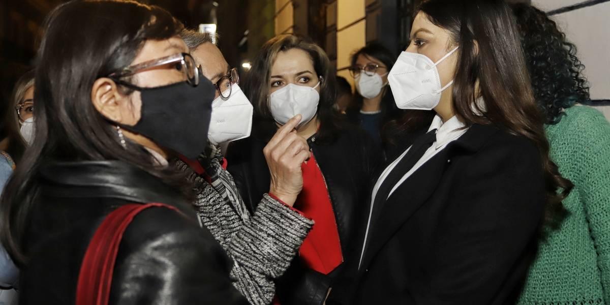 Rivera respalda a feministas que exigen despenalizar el aborto