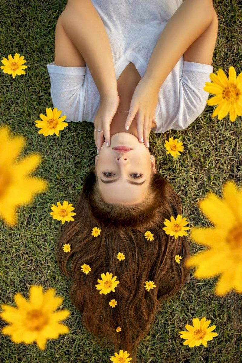 Para el crecimiento saludable del cabello, aliméntate bien y evita el excesivo consumo de alimentos procesados, azúcares y grasas.
