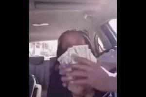 https://www.metrojornal.com.br/social/2020/11/26/video-flagra-mulher-que-exibia-dinheiro-em-veiculo-sendo-roubada.html