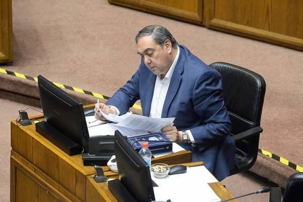 Usted no lo diga: senador Bianchi se queda con el micrófono abierto en plena sesión