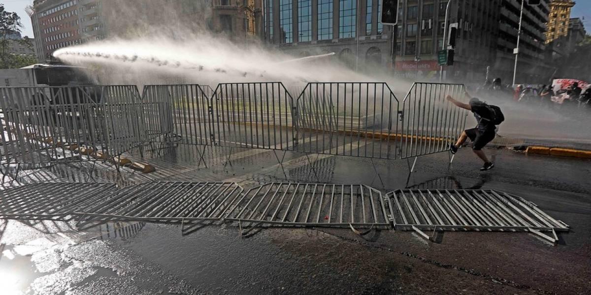 Nueva jornada de protestas en la Alameda pidiendo la renuncia del Presidente Sebastián Piñera