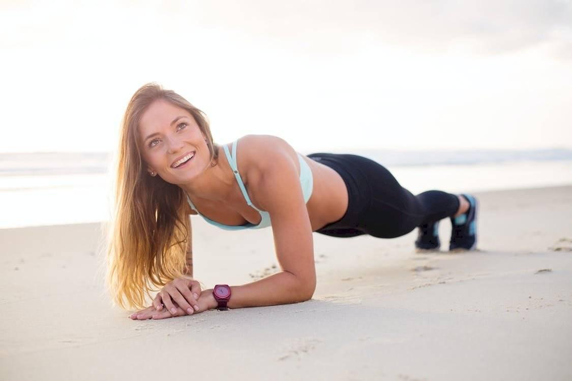 Los ejercicios de plancha te ayudarán a eliminar la flacidez de brazos, abdomen y glúteos.