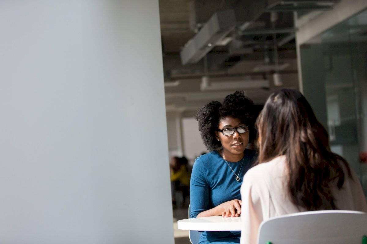 Conversa con un familiar o persona de confianza sobre lo que sientes y pide apoyo.