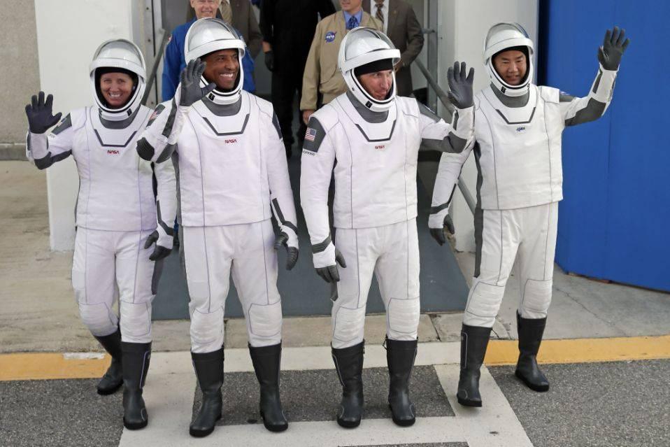 Glover y sus compañeros de la misión de SpaceX