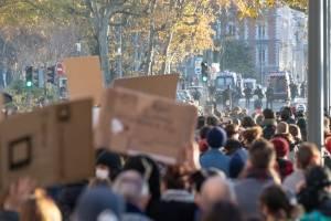 https://www.publimetro.com.mx/mx/noticias/2020/11/28/amp2-francia-al-menos-37-agentes-heridos-y-otras-46-personas-detenidas-en-las-protestas-contra-la-ley-de-seguridad.html