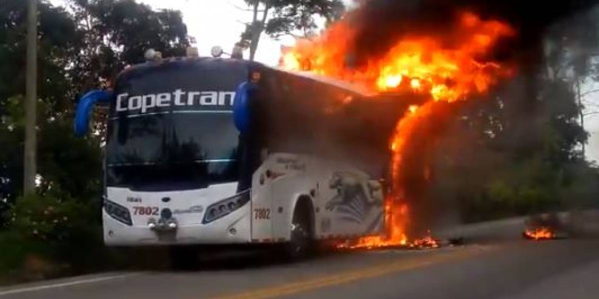 Bus intermunicipal se incendió en vía nacional