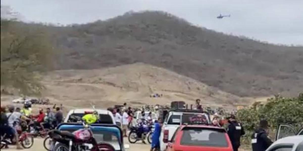 Policías y militares desalojaron carrera de motocross clandestina con 3.000 espectadores en Manabí