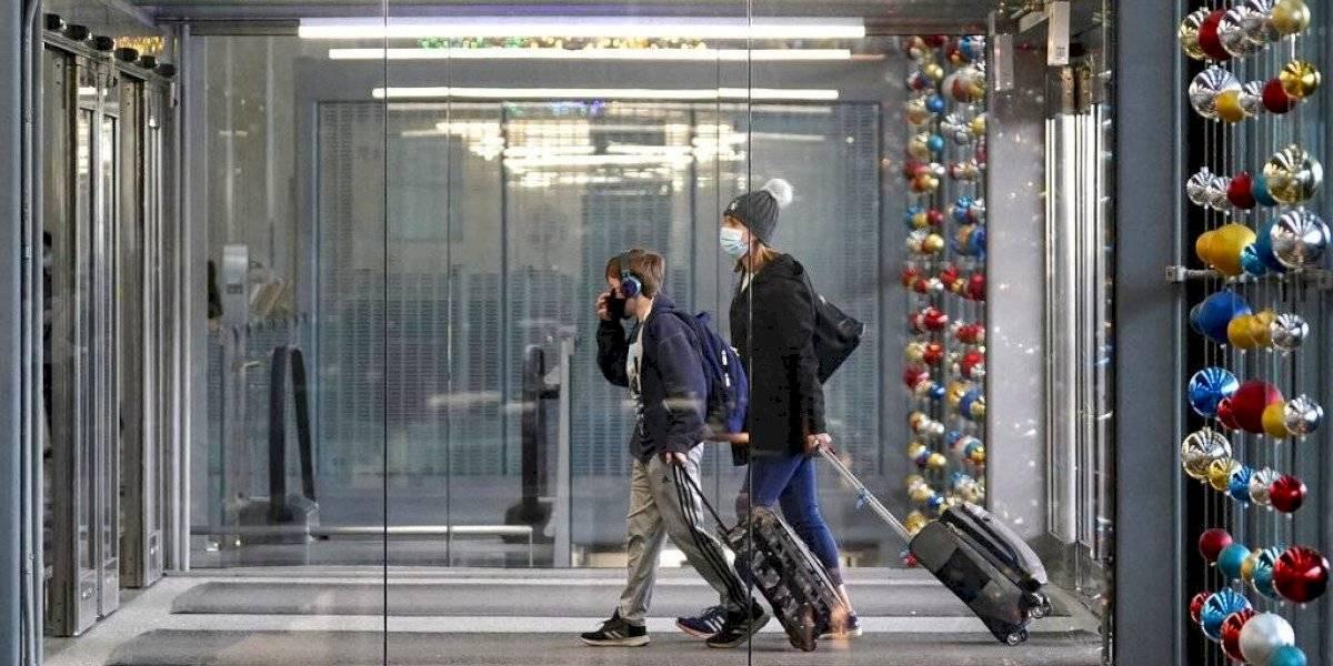 Viajeros tendrán que presentar prueba negativa de COVID al llegar a Estados Unidos