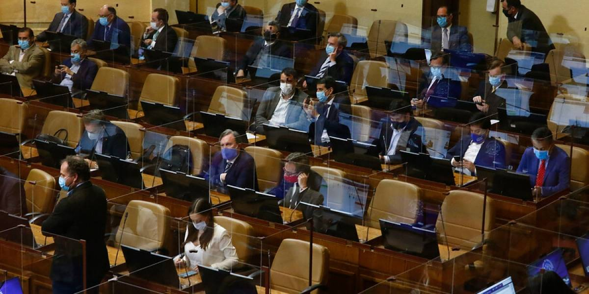 """""""Es no entender nada"""": 9 diputados de Chile Vamos firman carta para eliminar impuesto al segundo retiro del 10% del Gobierno"""