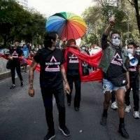"""""""¡Ni silencio, ni muerte!"""", gritan en CDMX para exigir antirretrovirales"""