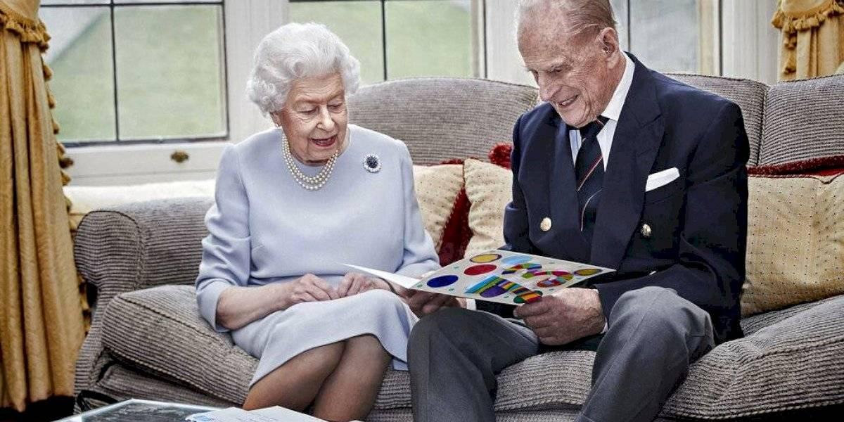 Reina Isabel II y príncipe Felipe pasarán Navidad en Windsor